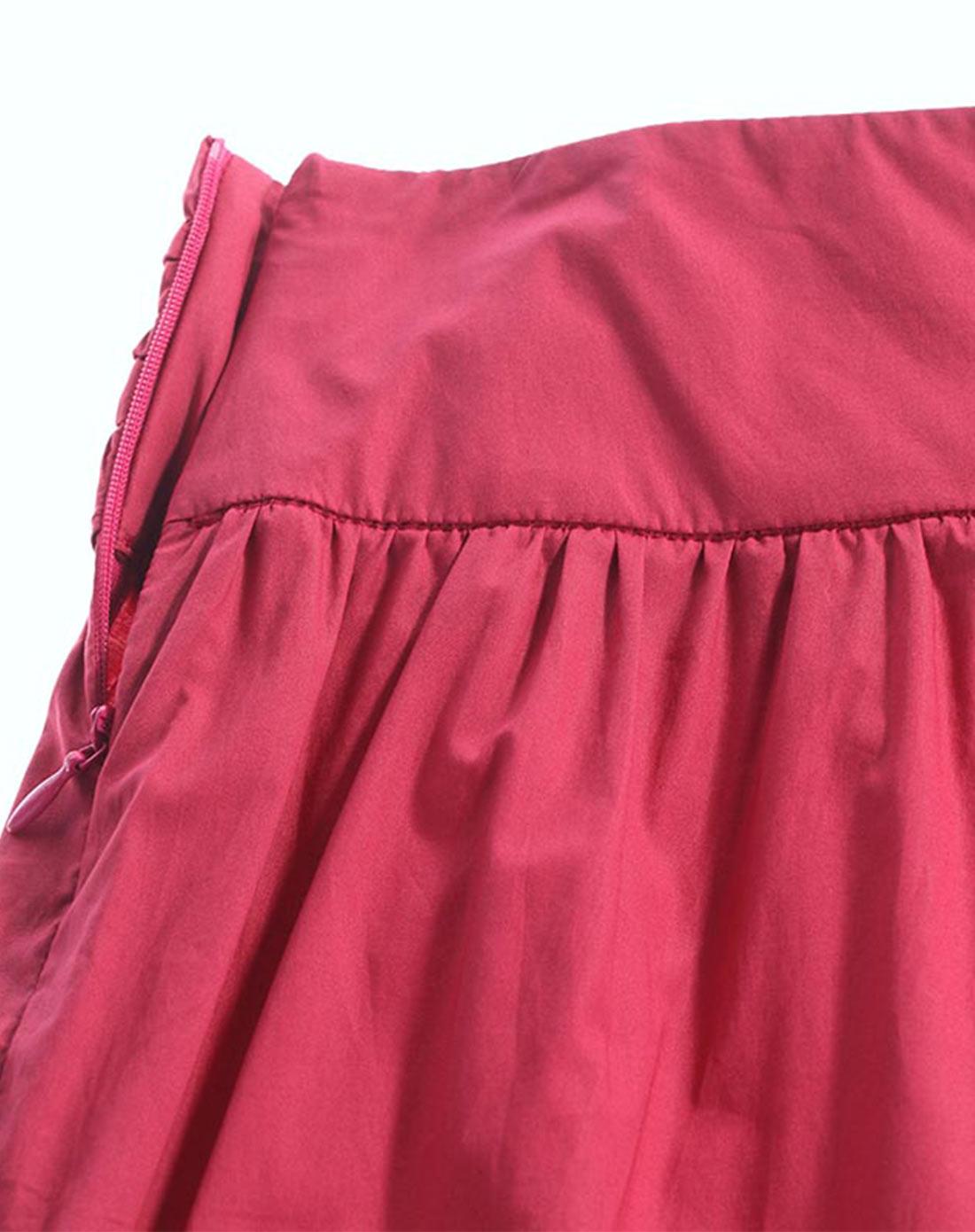 玫红色花边腰头半身裙