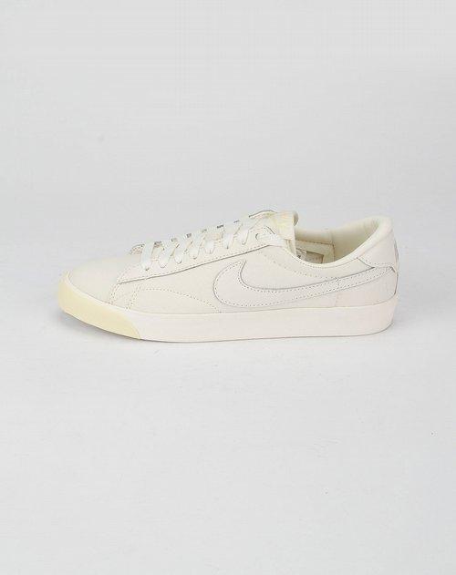 耐克nike-白色系带休闲鞋