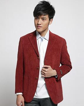 男款枣红色西服