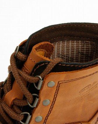 棕色时尚系带马丁短靴