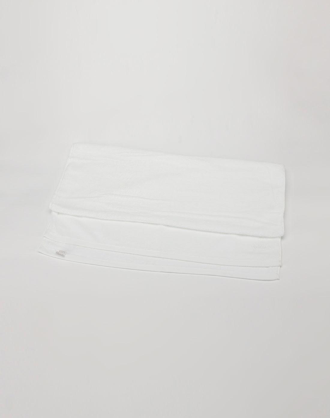 纯白色背景情侣图片