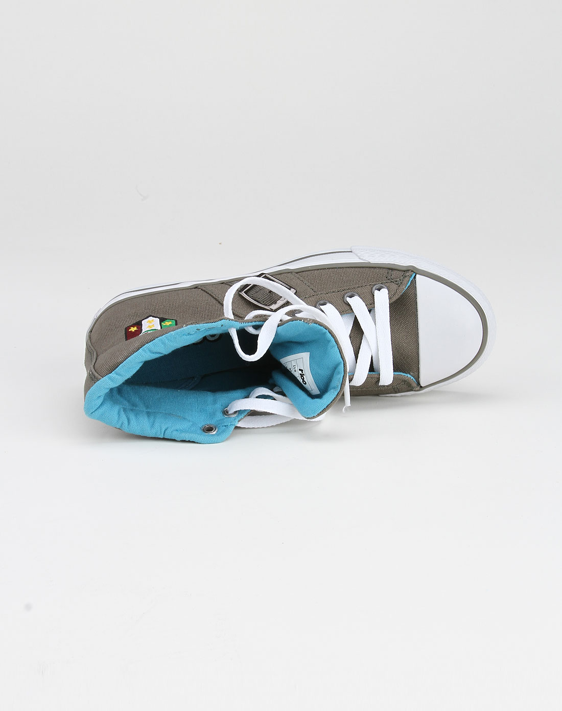 高帮帆布鞋怎么搭配 女生高帮帆布鞋搭配专卖您好