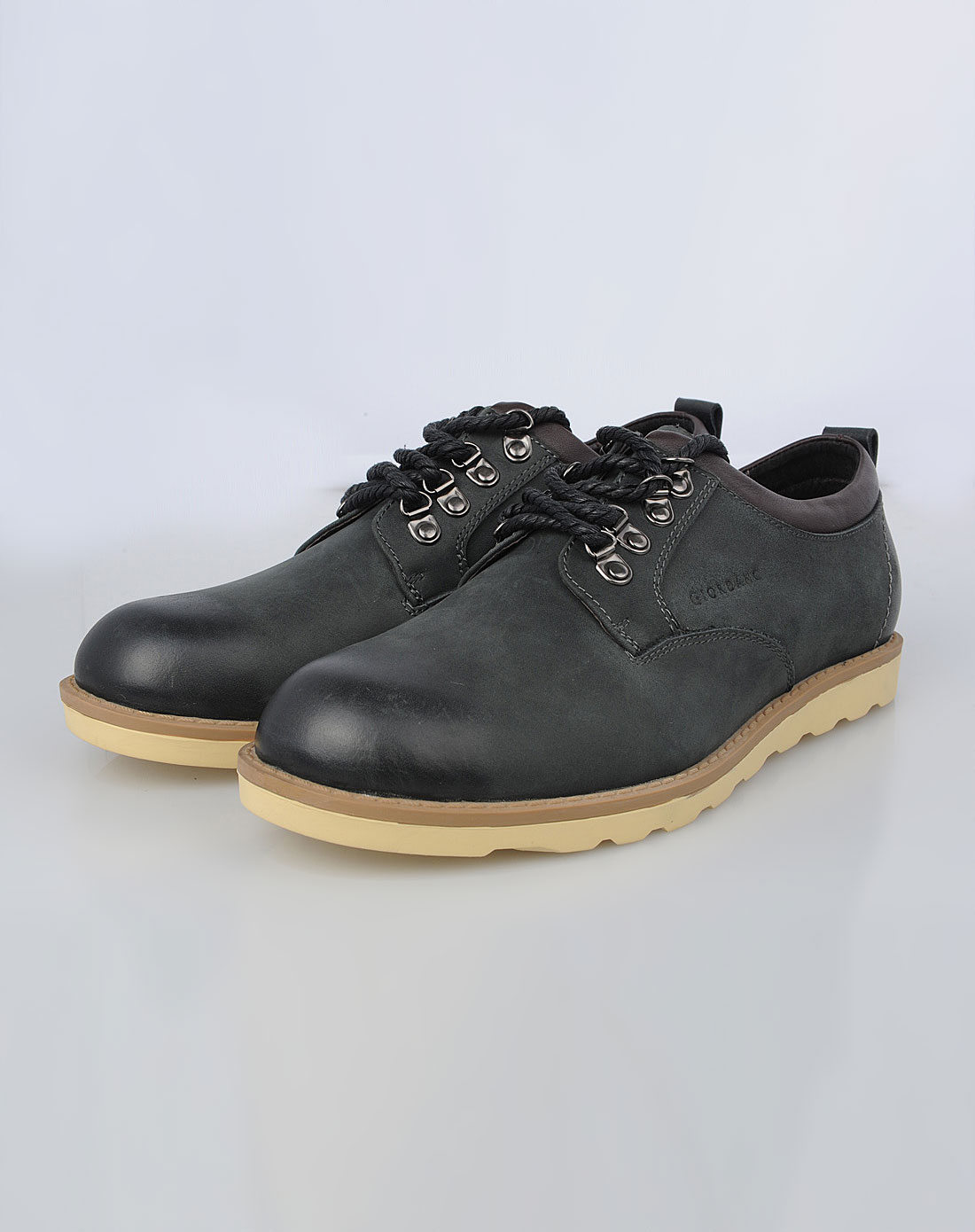 男款黑色休闲皮鞋