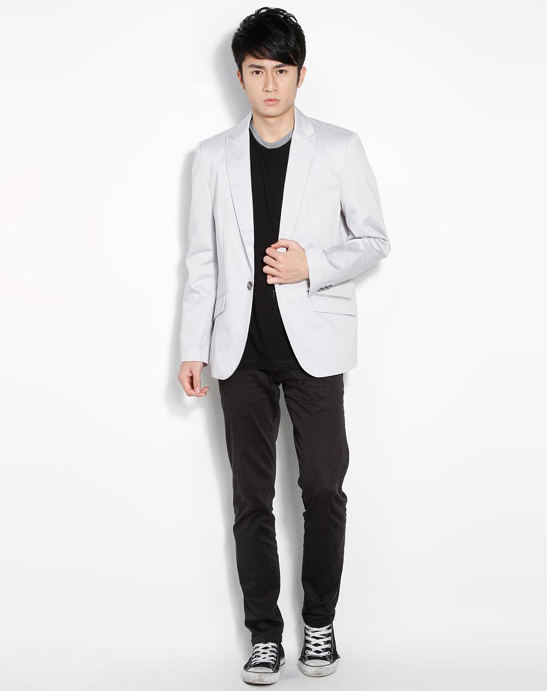 深灰色线衫搭配