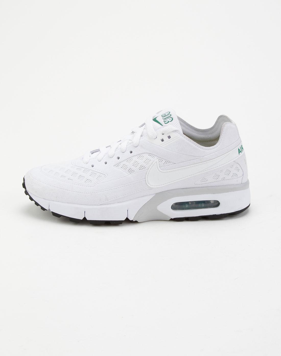 耐克白色运动鞋图片