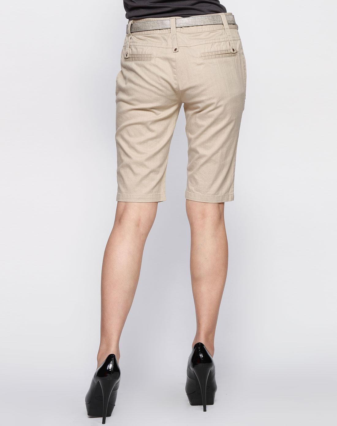 女款卡其色休闲短裤