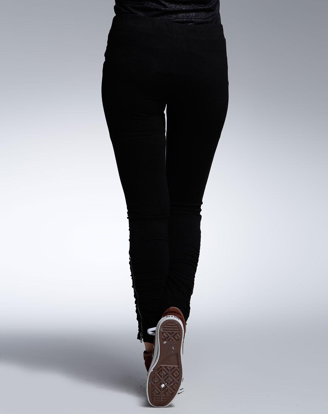 女款黑色休闲裤