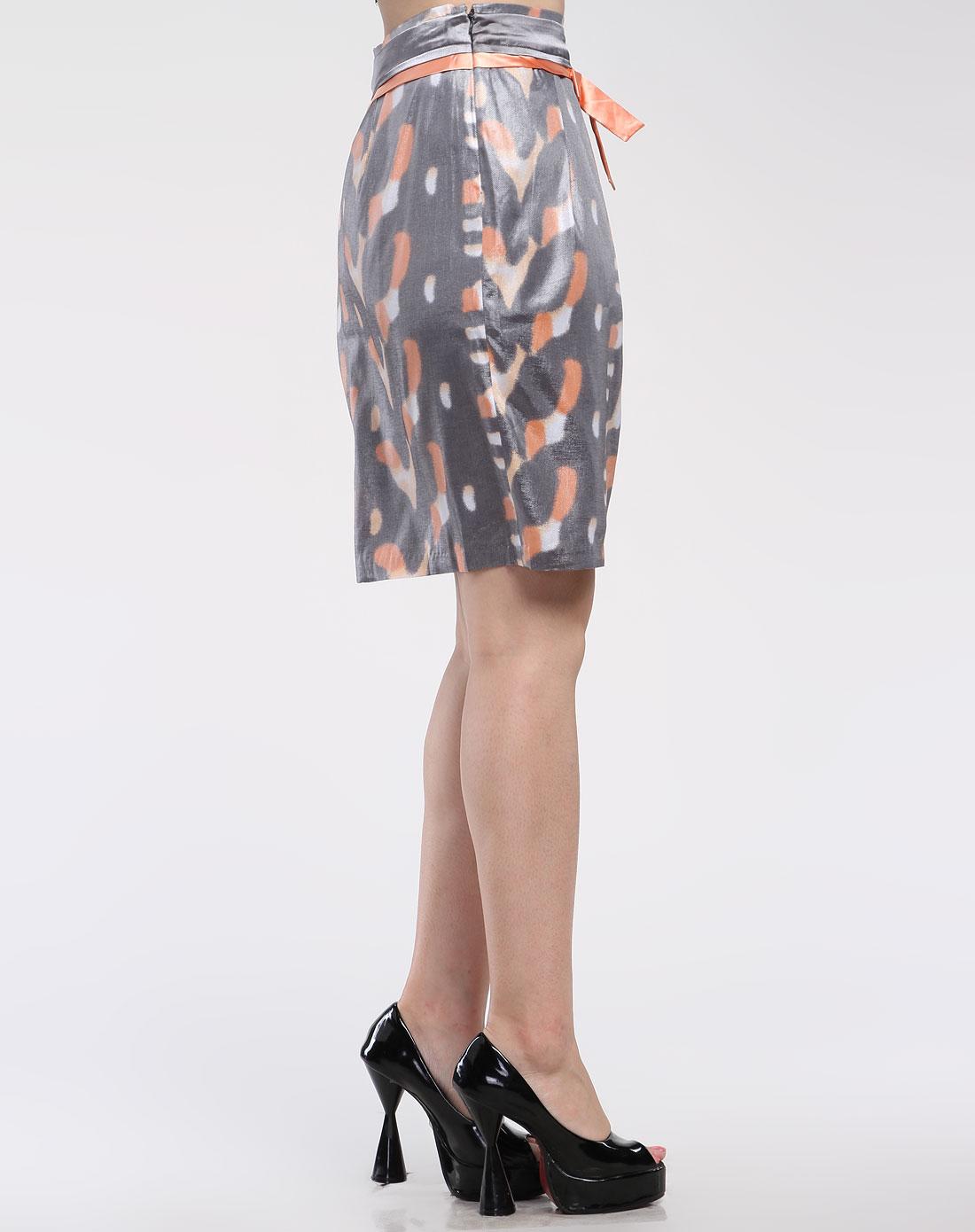 色时尚简约半身裙