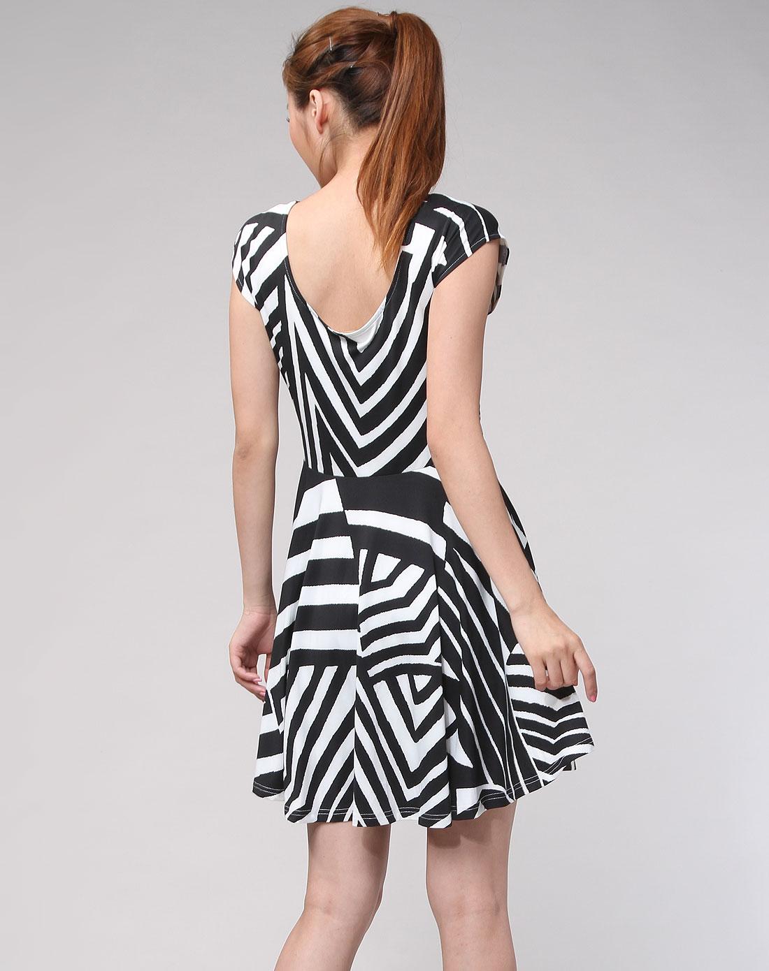 威丝曼 黑/白色斜纹时尚短袖连衣裙
