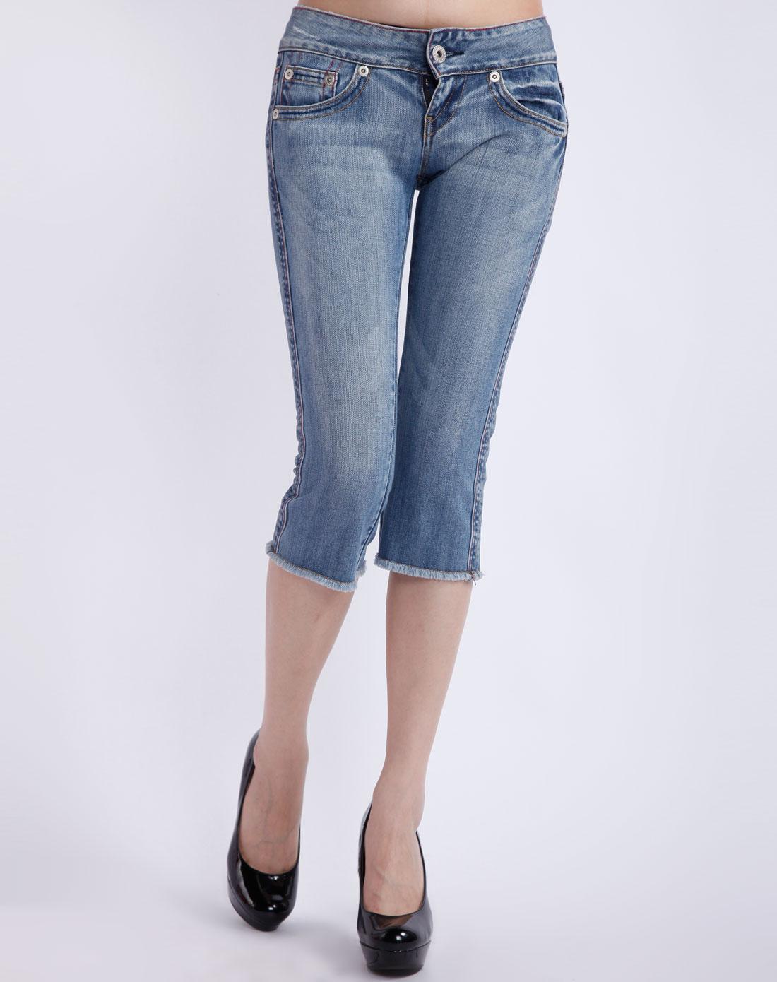 女款蓝色修脚牛仔中裤