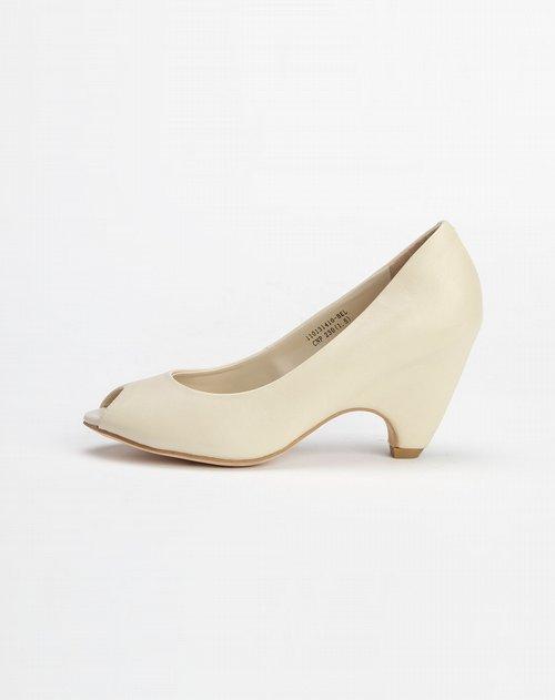 女款头层米白色牛皮鞋