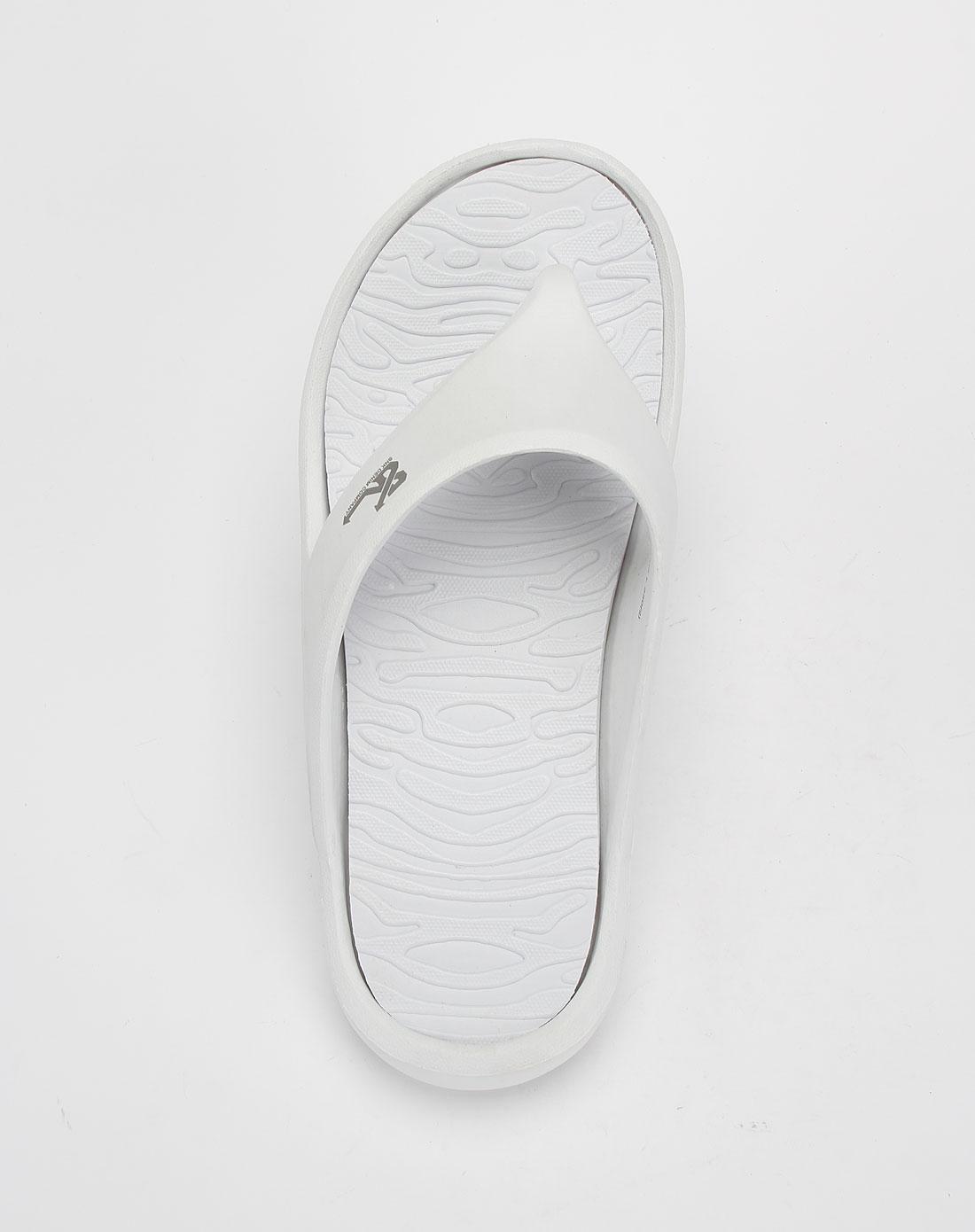白色简约休闲沙滩拖鞋