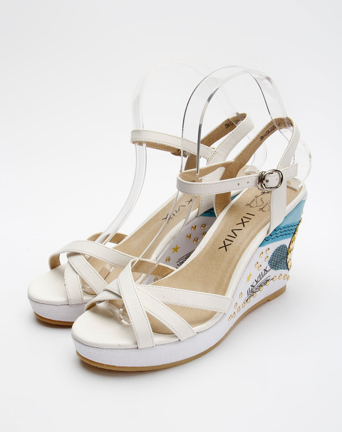 女款白色时尚高跟凉鞋