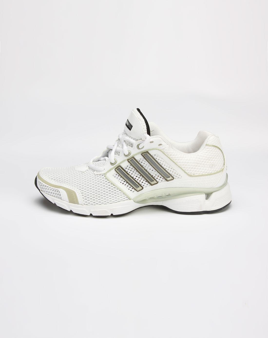 白/绿色网眼运动鞋