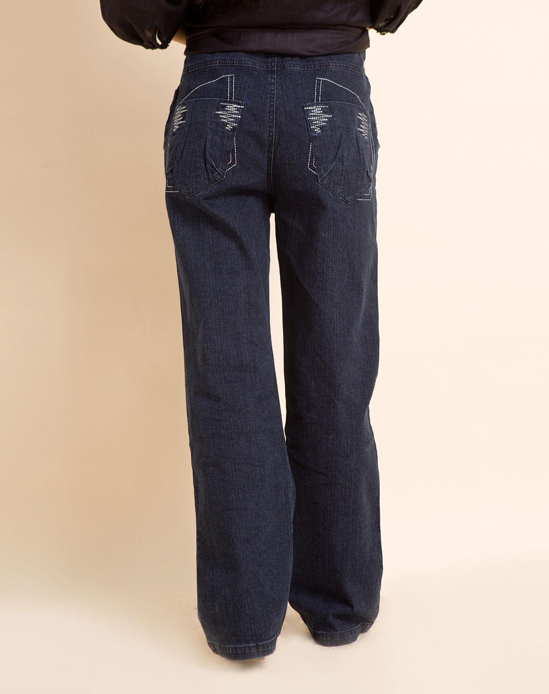 女款标准牛仔色小喇叭牛仔裤