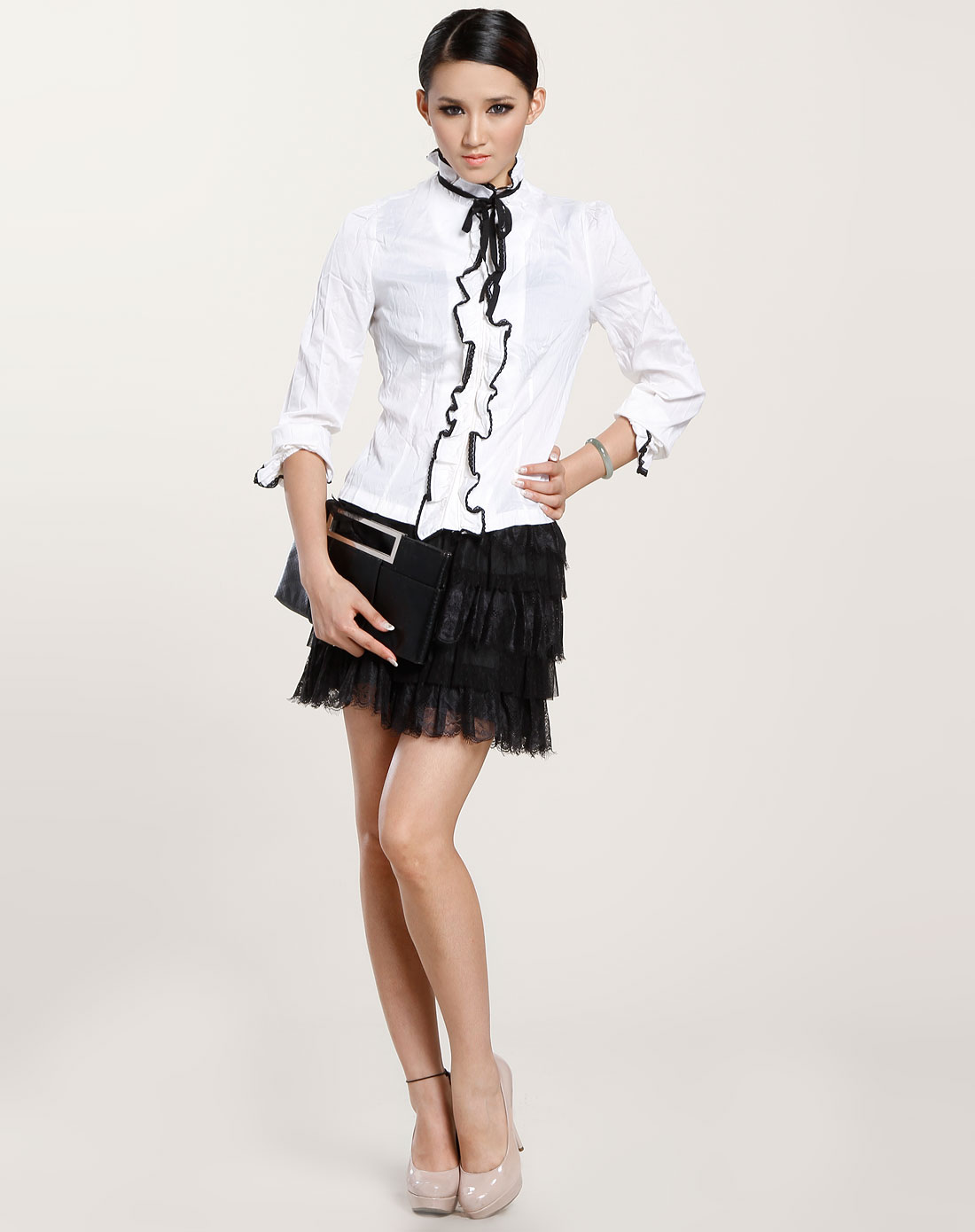 白/黑色花边领长袖衬衫