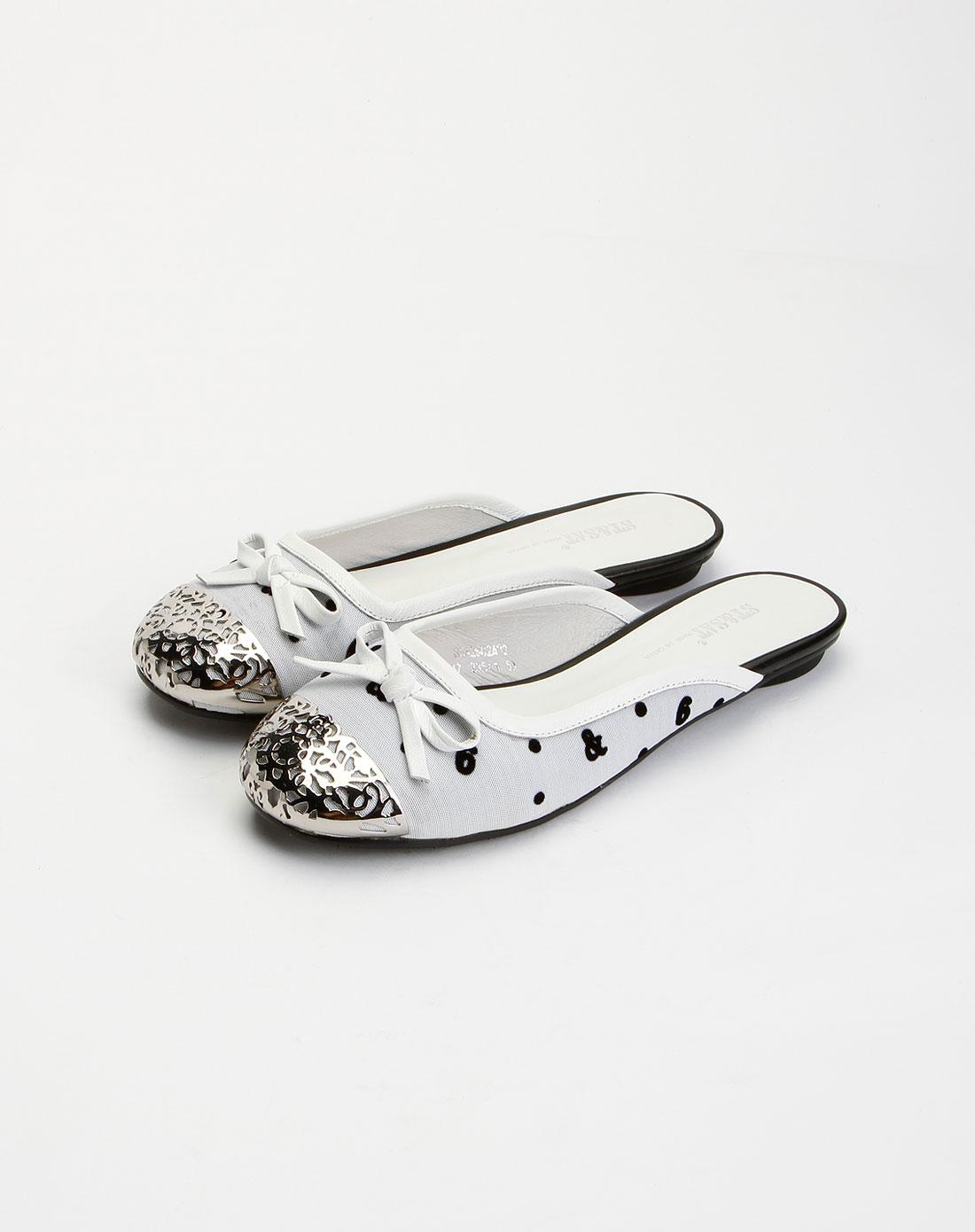 女鞋库存专场星期六 白/银色平底凉鞋