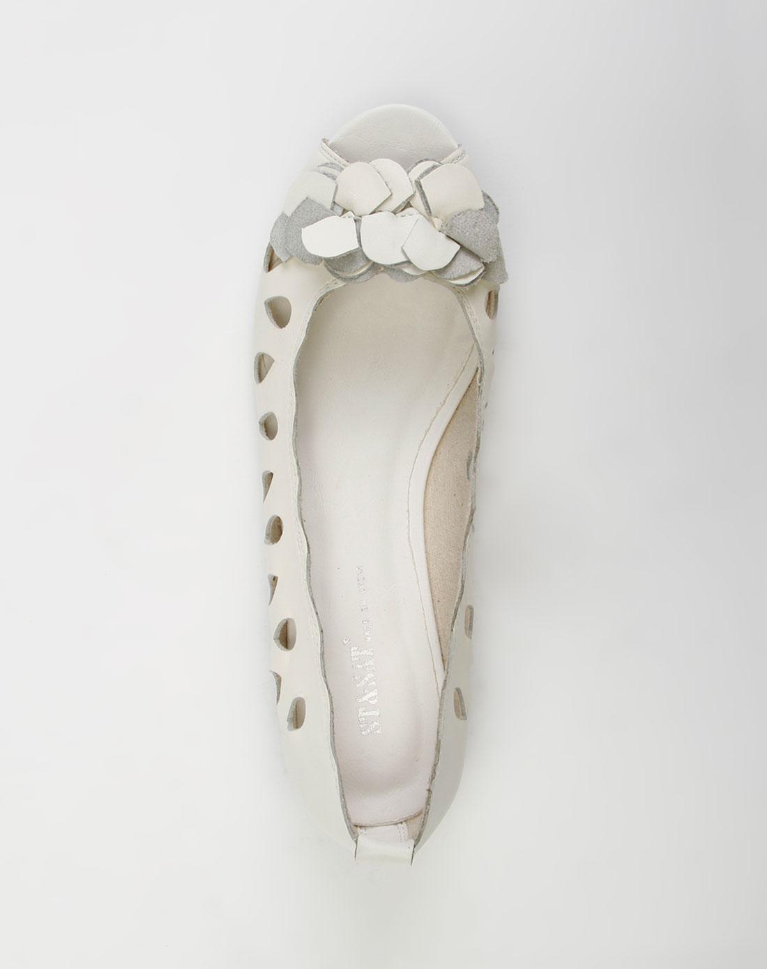 白色镂空鱼嘴平底凉鞋