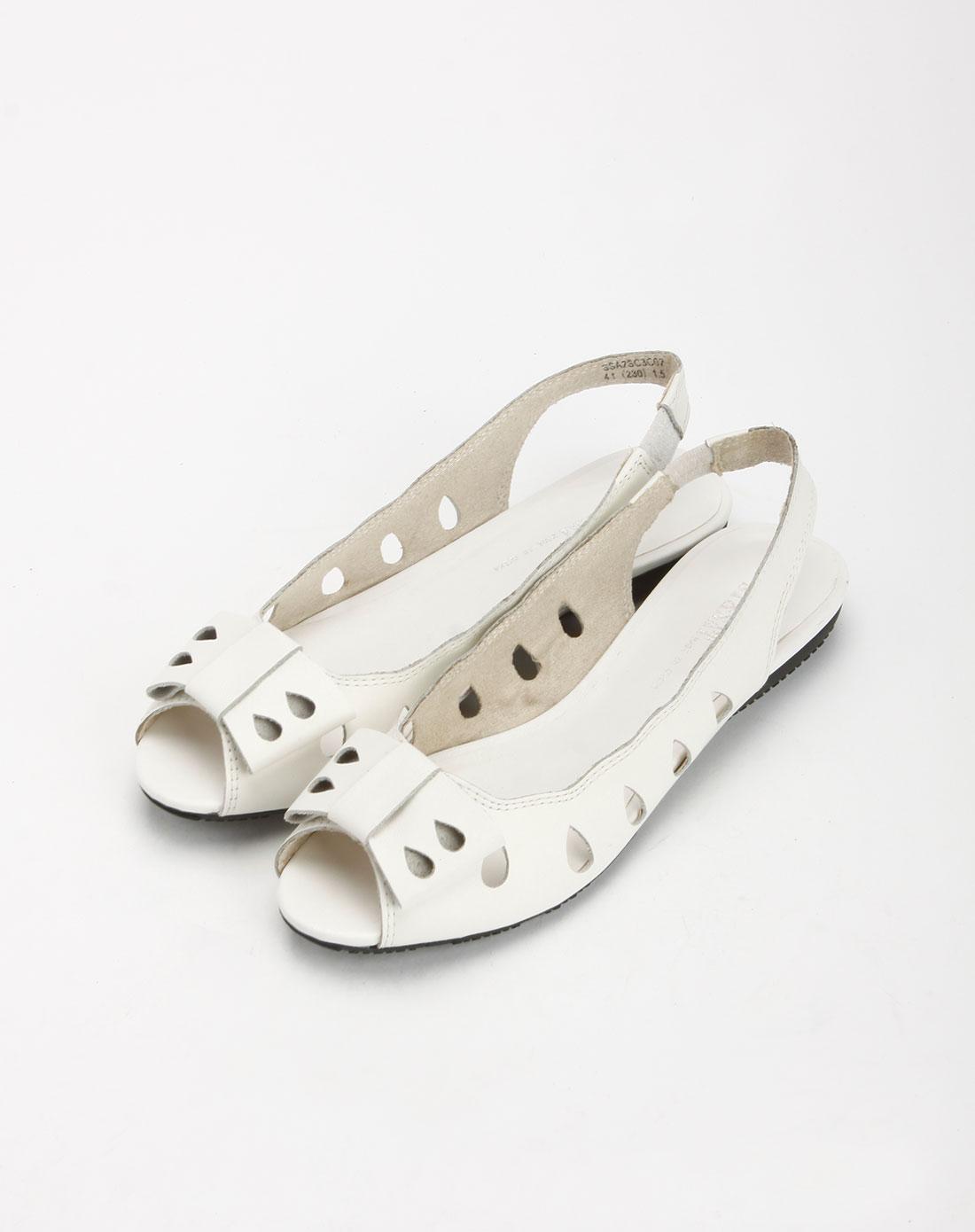 白色时尚冲孔平底凉鞋