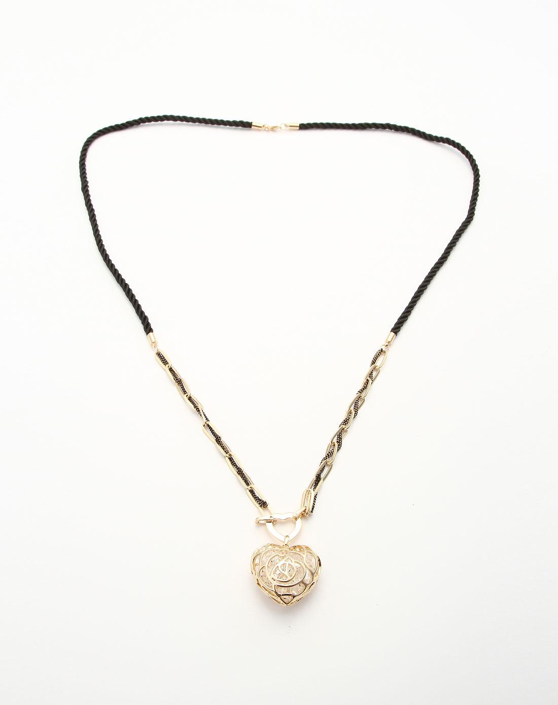 > 金色镂空心形时尚项链