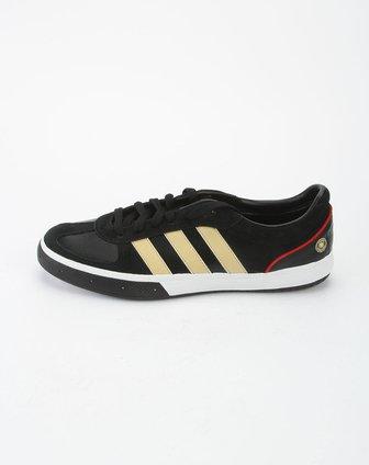 阿迪达斯adidas黑色足球鞋g12213