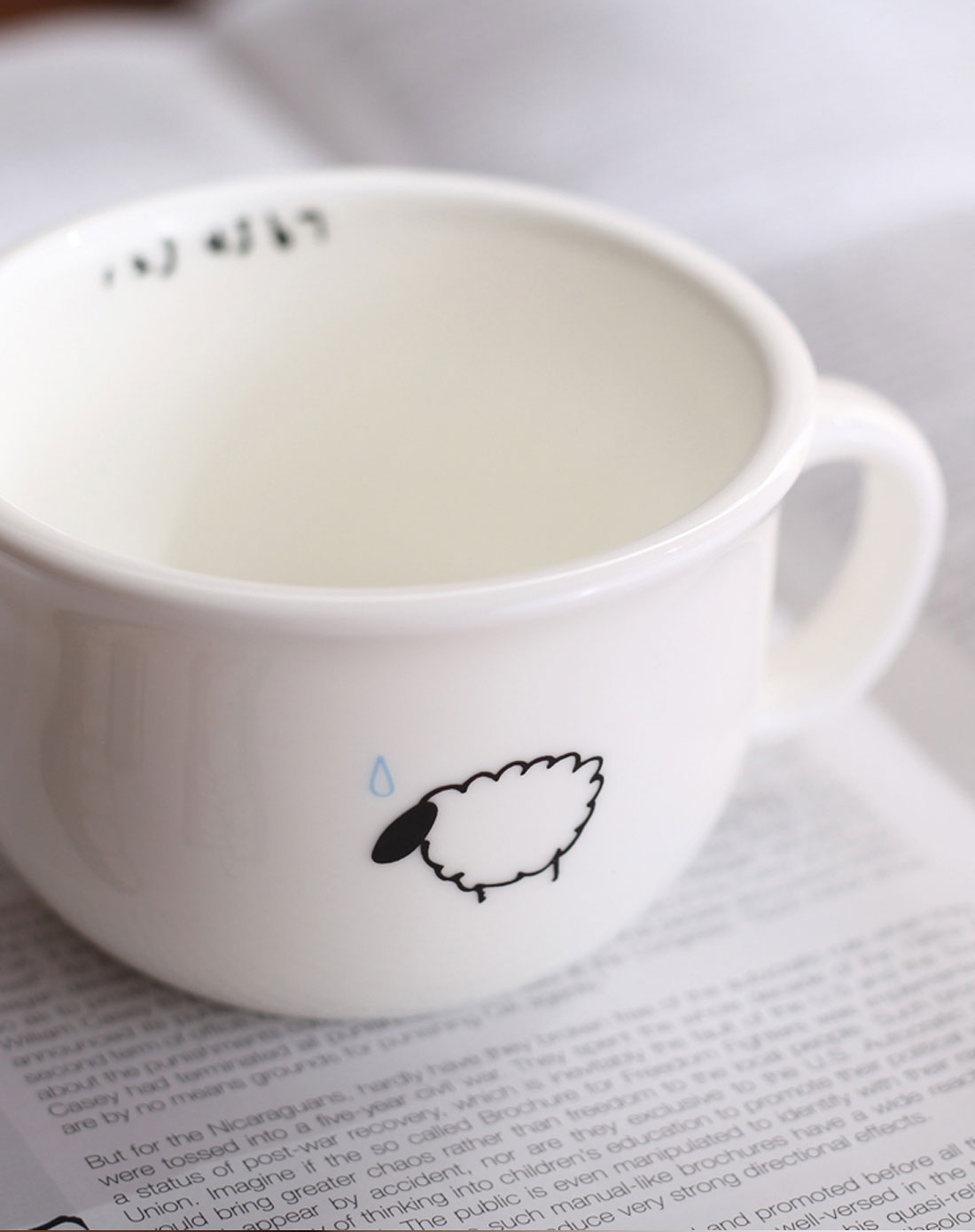 > 绵羊图案马克杯