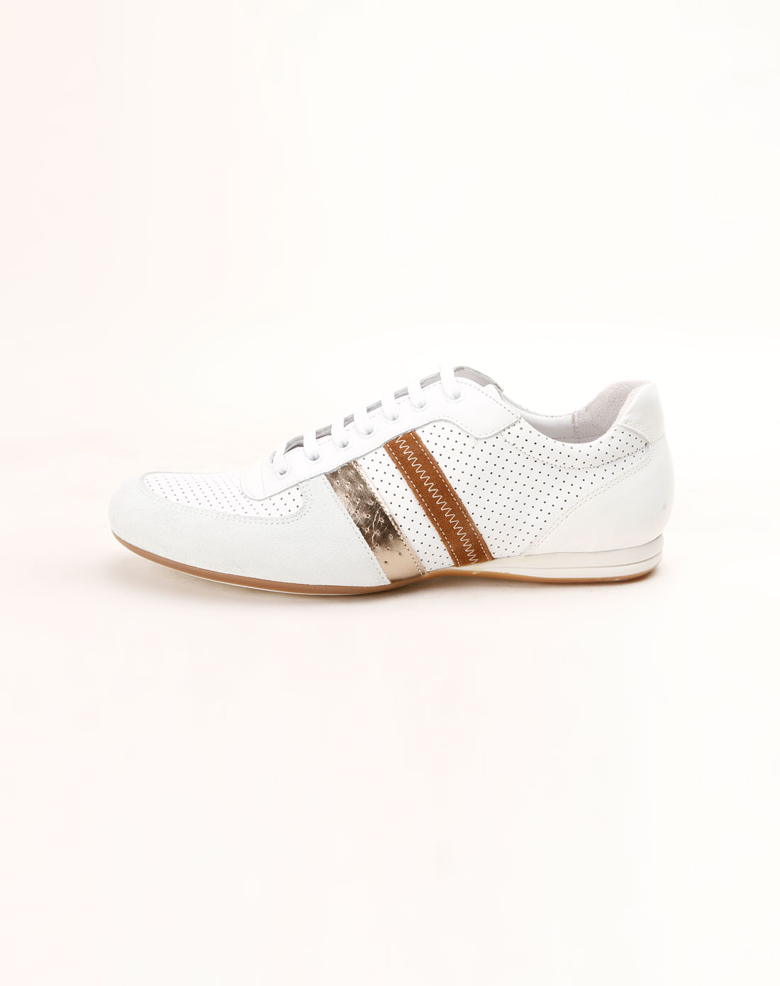 男款白色系带冲孔皮鞋