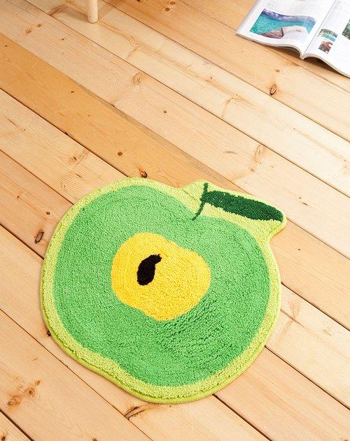 生动可爱的青苹果,铺设在家里,为家中增添了活力.