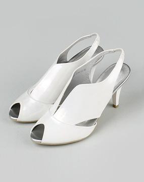 i女款白色凉鞋