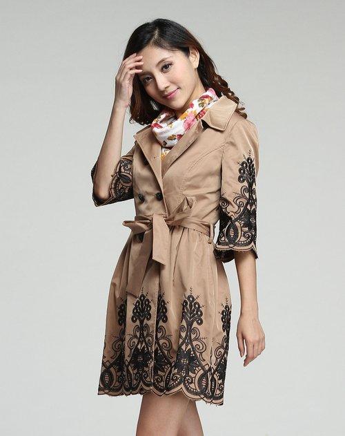 慕之淇muccy女装专场咖啡色优雅绣花双排扣中袖风衣