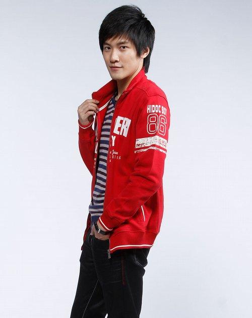 品牌:海道客     商品名称:红色烫字拉链长袖卫衣 简洁的设计